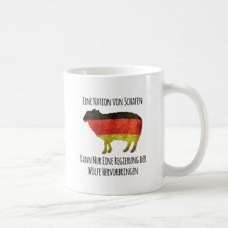 Eine Nation von Schafen kann nur eine Regierung .. Coffee Mug
