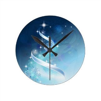 Elegant Christmas Tree with robins Round Clock