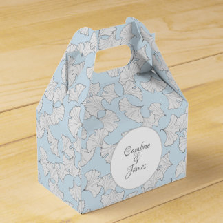 Elegant ginkgo leaves with custom background color favour box