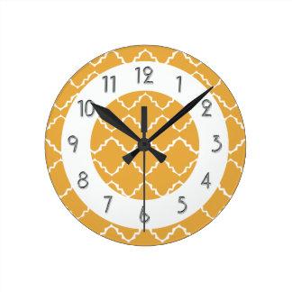 Elegant Quatrefoil Pattern - Gold White Round Clock