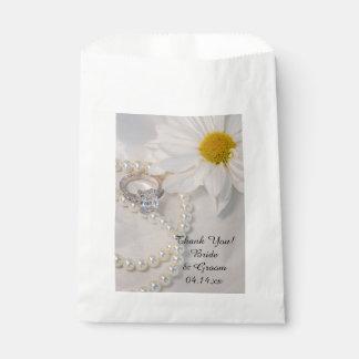 Elegant White Daisy Wedding Thank You Favour Bag
