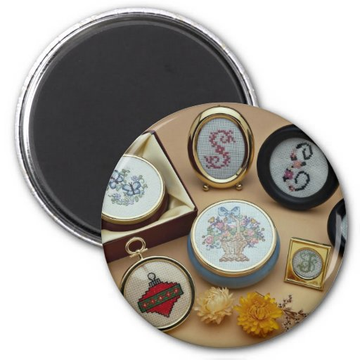 Embroidered miniatures in frames magnets