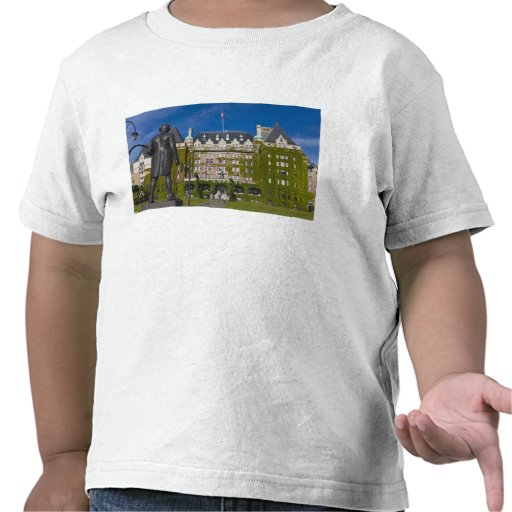 Empress Hotel and statue of Captain James Cook, T Shirts