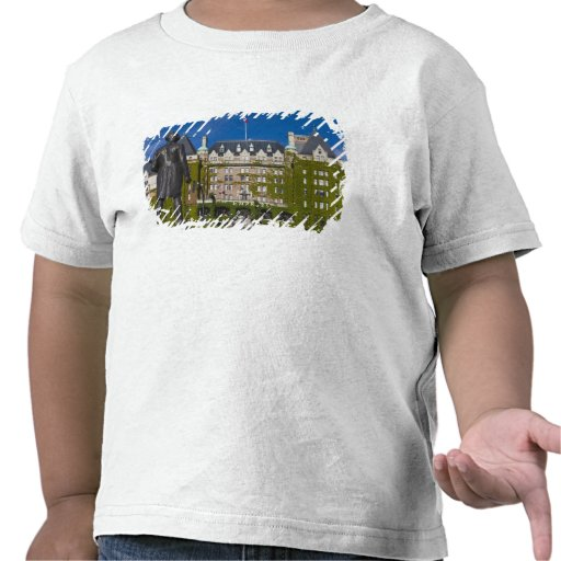 Empress Hotel and statue of Captain James Cook, Shirt