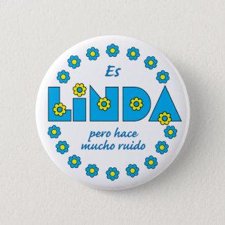 Es Linda, pero 6 Cm Round Badge
