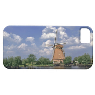 Europe, Netherlands, Kinerdijk. A windmill sits iPhone 5 Cover