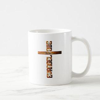 Evangélique en croix aspect braise basic white mug