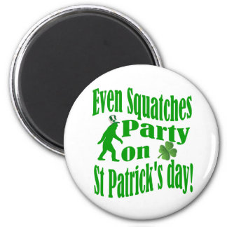 Even Squatches party on St Patrick's day 6 Cm Round Magnet