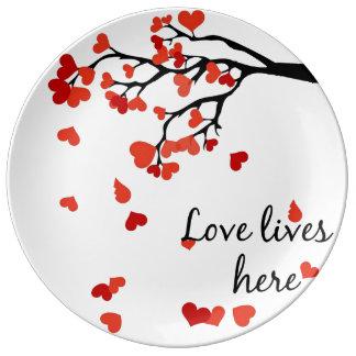 Falling heart tree decoration plate