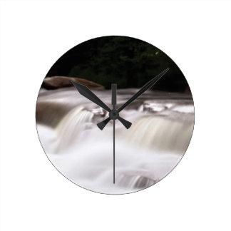 falling water flow round clock