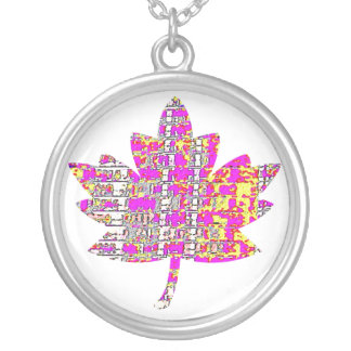 FAMOUS Canadian Maple Leaf Round Pendant Necklace