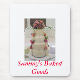 Fancy wedding cake with fresh flowers, Sammy's ... Mouse Pad
