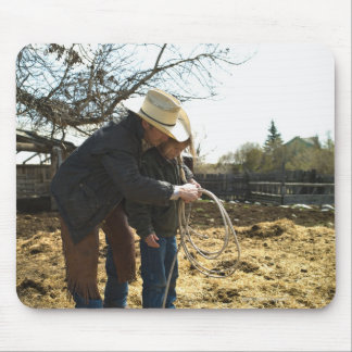 Father teaching daughter how to use lasso on mouse pad