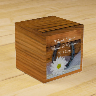 Faux Barn Wood Daisy and Horseshoe Western Wedding Favour Box