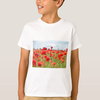 Field with red papavers T-Shirt
