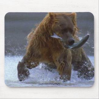 FISHING GRIZZLY BEAR & SALMON Wildlife Mousepad