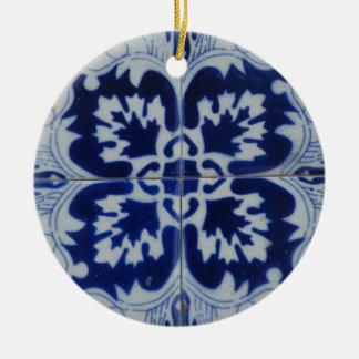 Floral motive round ceramic decoration