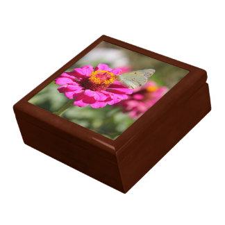 """Flores en mi hierbas """" flowers in my weeds """" large square gift box"""