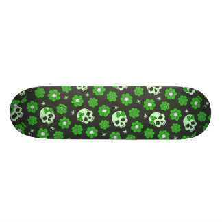 Flower Power Skulls in Festive Green 21.6 Cm Skateboard Deck