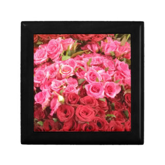 Flowers in the Philippines, pink and red roses Gift Box