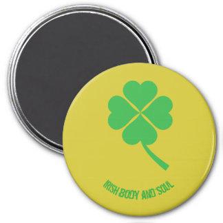 Four-leaf clover 7.5 cm round magnet