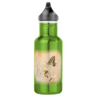 Fragile beauty of swallowtail butterfly 532 ml water bottle