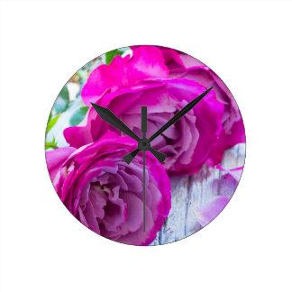 fresh roses round clock