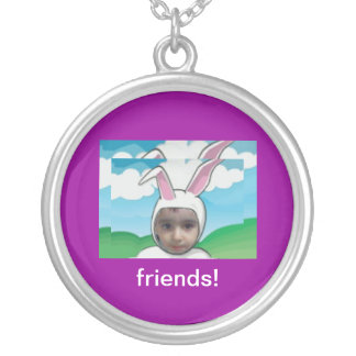 friends! round pendant necklace