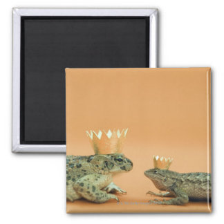 Frog and lizard wearing crowns square magnet