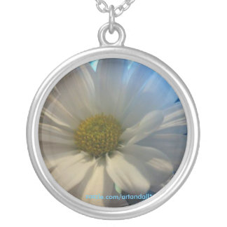 """FULL DAISEY"" PENDANT NECKLACE"