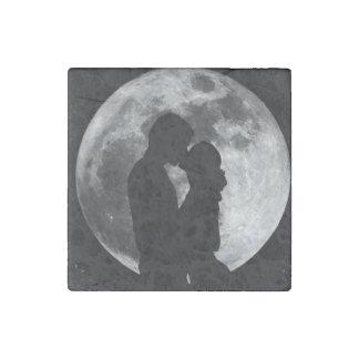 Full moon lovers stone magnet