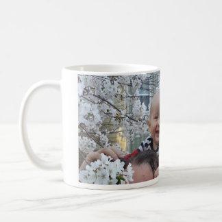 gabriel dans les fleurs coffee mug