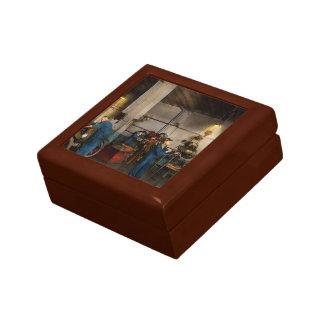Garage - Mechanic - The overhaul 1919 Gift Box