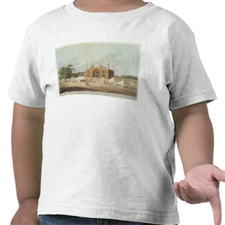 Gate of the Tomb of the Emperor Akbar (1542-1605), Tshirt