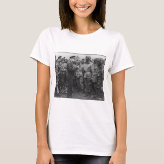 General Dwight D. Eisenhower with Paratroopers T-Shirt