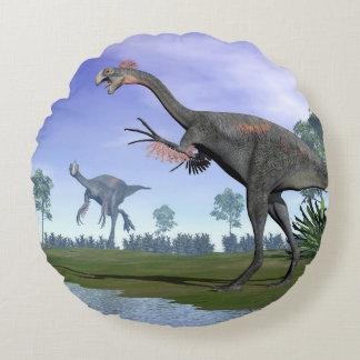 Gigantoraptor dinosaurs in nature - 3D render Round Cushion