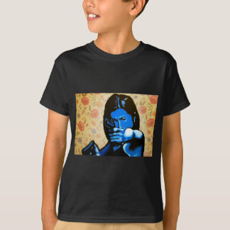 """Girl with Two Guns"" by Axel Bottenberg T-Shirt"