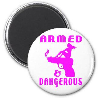 GIRLS & GUNS 6 CM ROUND MAGNET