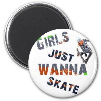 Girls just wanna skate 6 cm round magnet