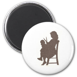 Giving Dolly a Haircut 6 Cm Round Magnet