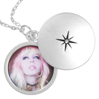 Glare cool beautiful classic oil portrait painting round locket necklace