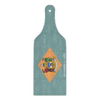 Glass cutting board paddle with Delaware flag