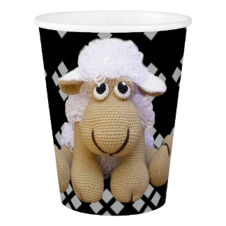 Glass of black paper ewe of crochet and drawings paper cup