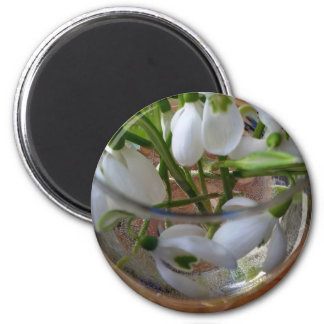 glass of snowdrops 6 cm round magnet