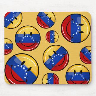 Glossy Round Smiling Venezuelan Flag Mouse Pad