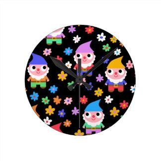 gnomes round clock