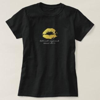 gold lips for a makeup artist beauty dark T-Shirt