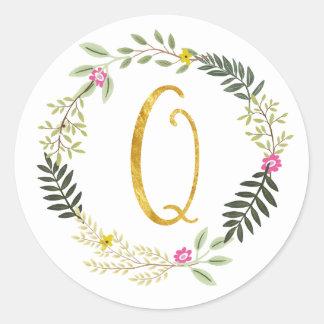 Gold Monogram Leaf Q Classic Round Sticker
