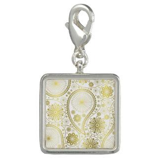 Gold paisley pattern