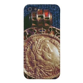 Gold pendant in the form of a coin case for iPhone 5